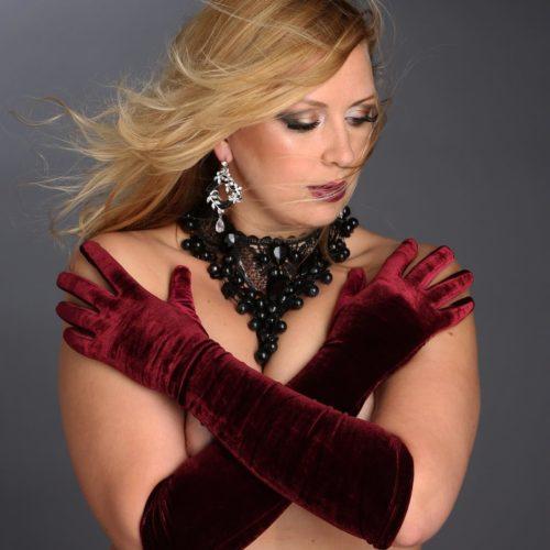 Пышная модель Евгения Дюло: красота и личность