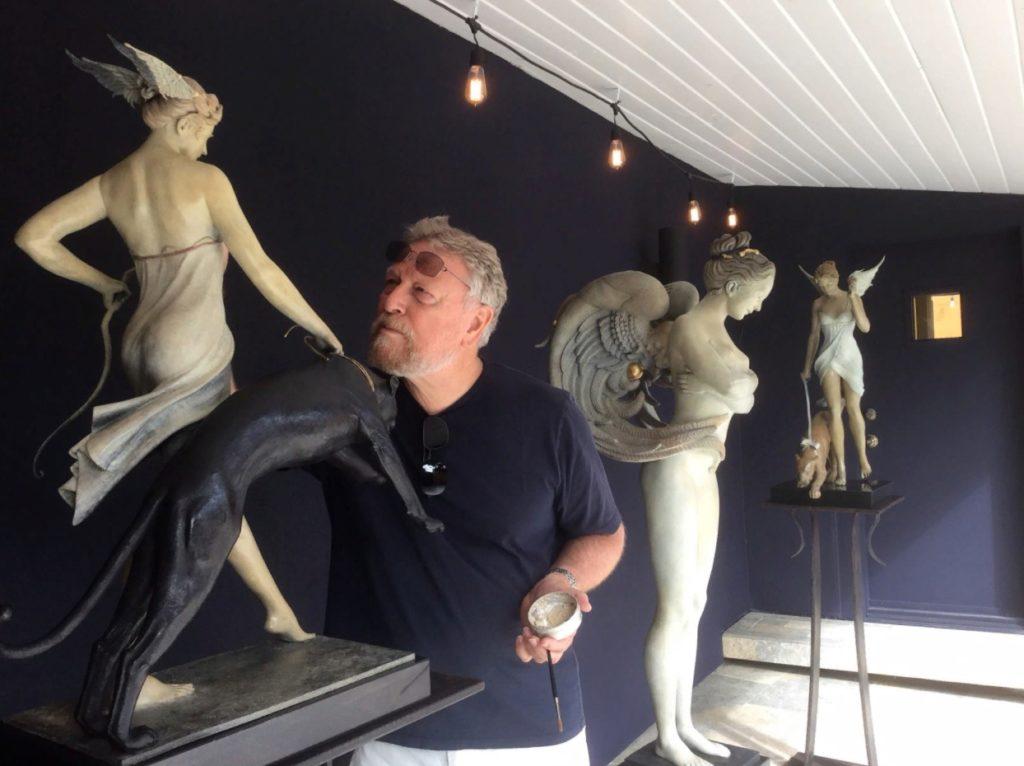 Художник и скульптор Майкл Паркес
