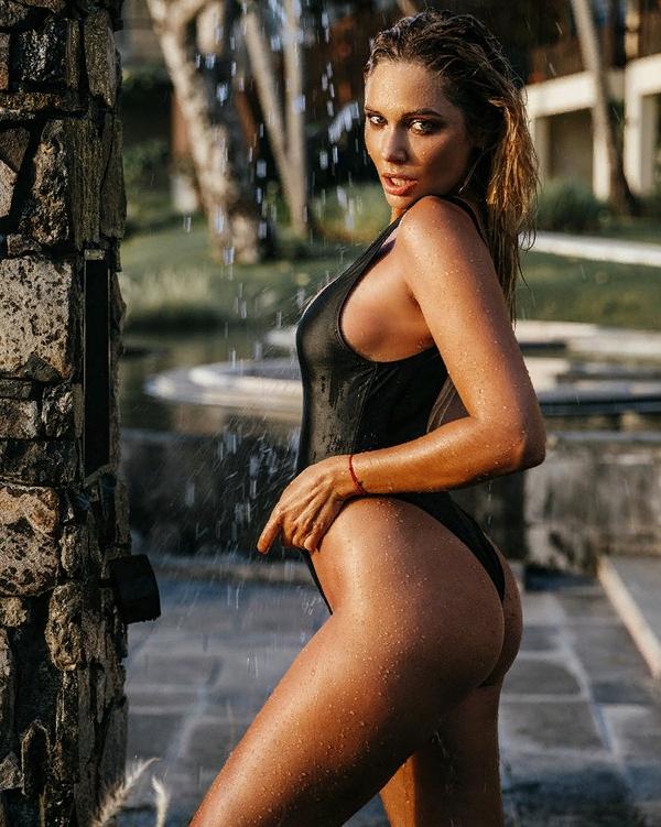 Наталья Рудова: фотосессия в купальнике
