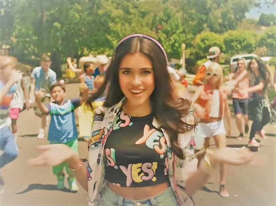 Известный блогер и фотомодель Madison Beer в клипе Мелодия