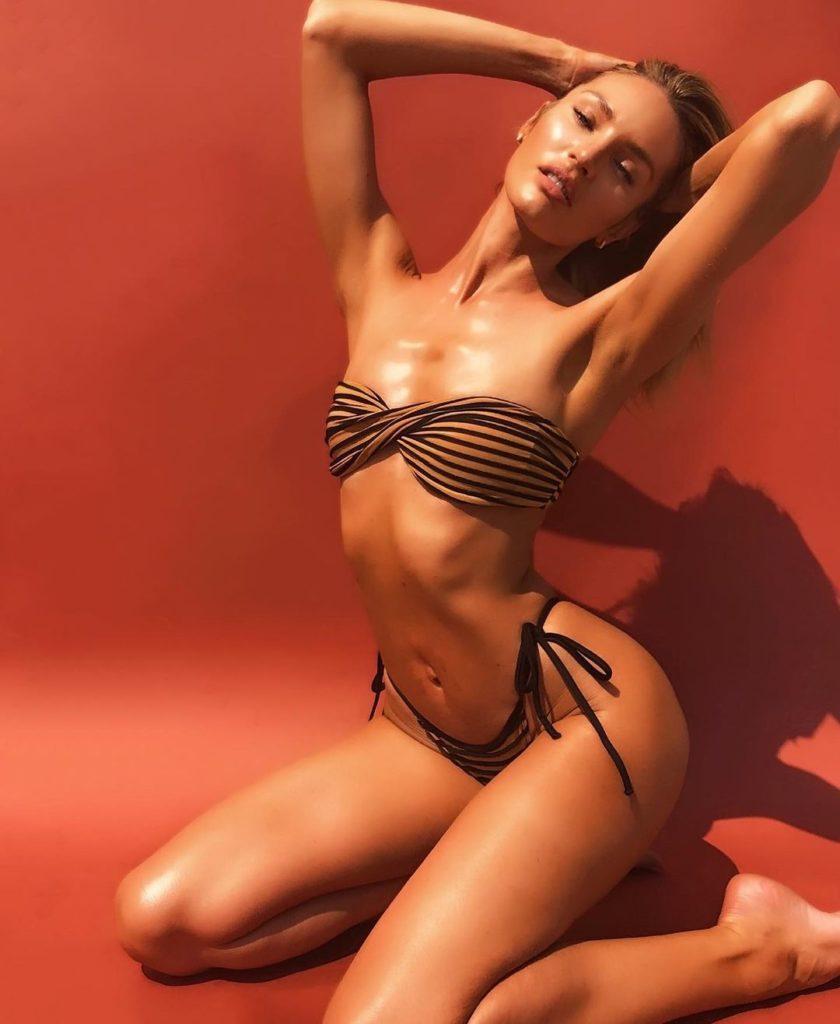 Модель Кэндис Свейнпол горячие фото в купальнике