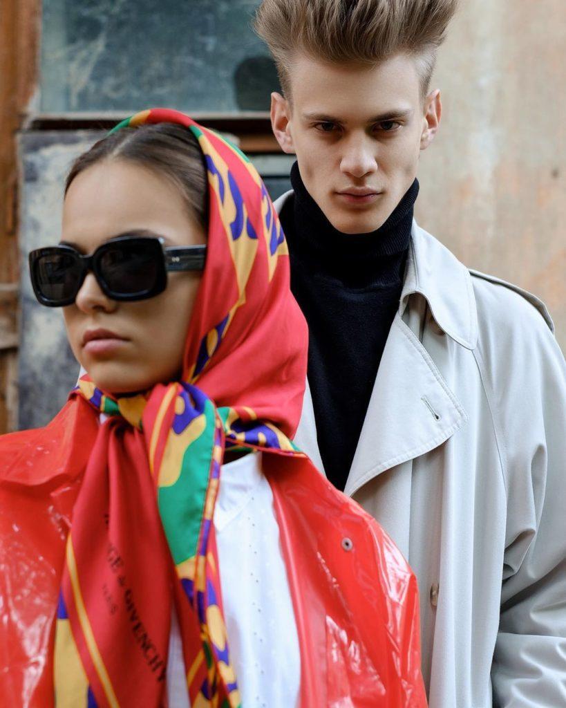 Российские фотомодели. Парень со стильной прической и девушка в платке.