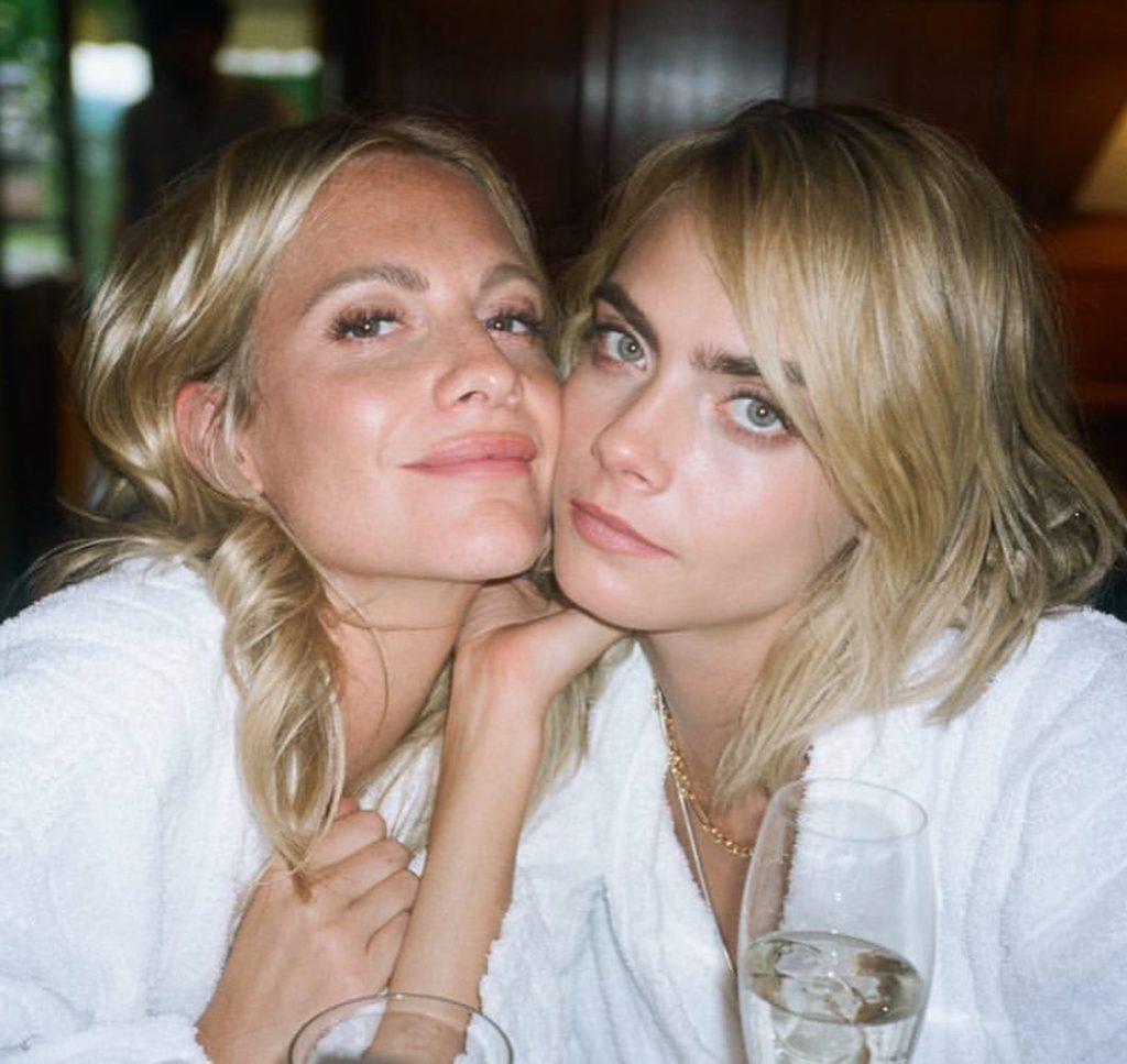 Фотомодель Poppy Delevingne и сестра Кара