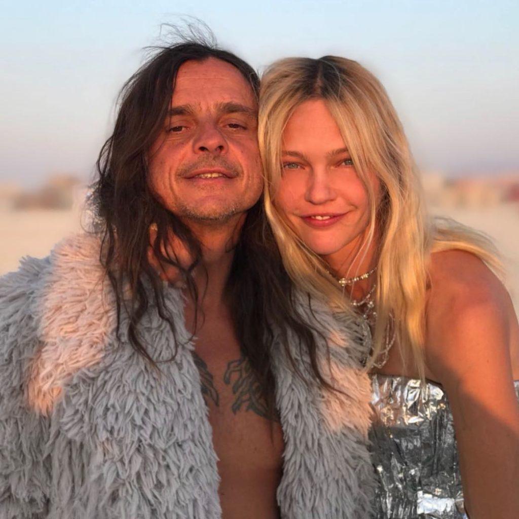 Модель Александра Пивоварова и ее муж, художник и фотограф Игорь Вишняков.