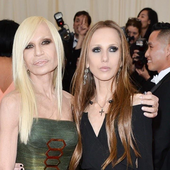 Дизайнер одежды Донателла Версаче  вместе с дочерью Аллегрой.