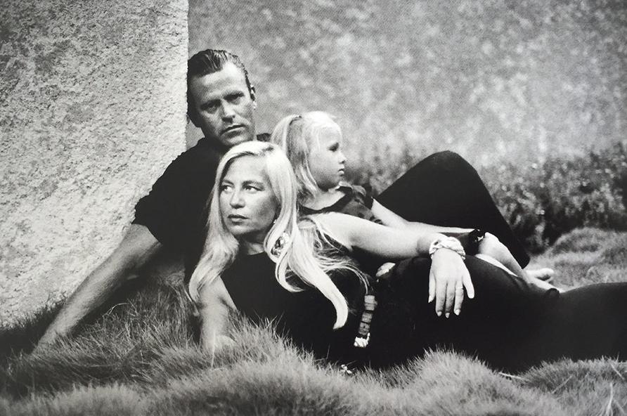 Дизайнер одежды Донателла Версаче, ее муж Пол Бек и дочь. в молодости.