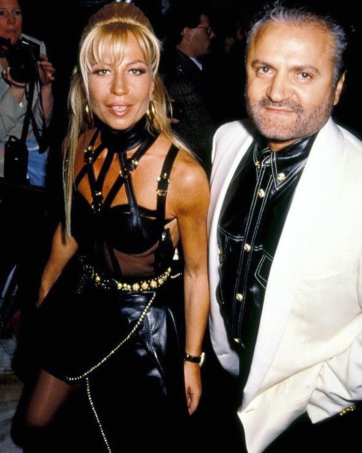 Жанни и Донателла Версаче вместе.