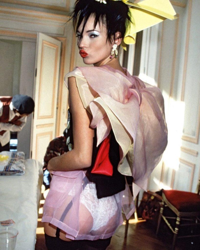 """Модель Кейт Мосс, стиль  """"героиновый шик""""."""