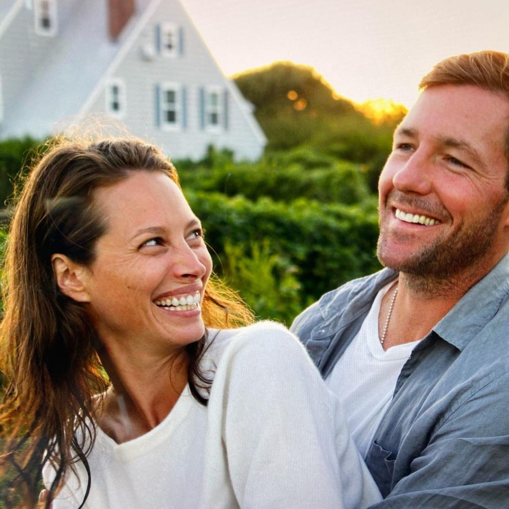 Модель Кристи Тарлингтон и актер Эдвард Бернс сейчас.