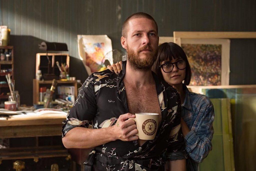 Актриса Нина Добрев и актер Люк Брейси.