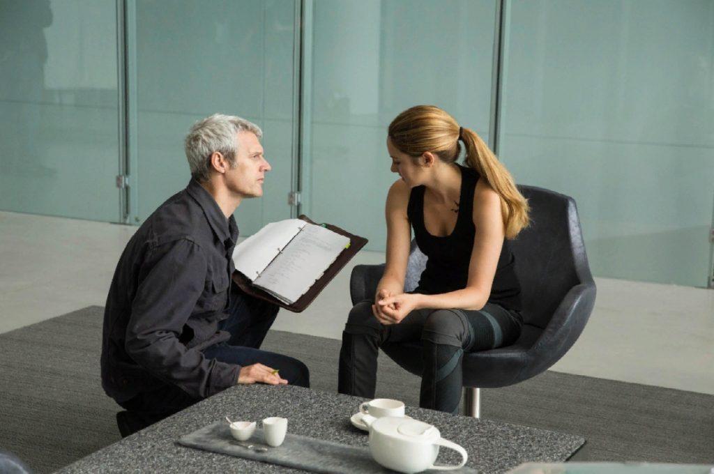 актриса Шейлин Вудли и Нил Бергер на съемках учат роль.