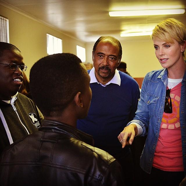 Актриса Шарлиз Терон в ЮАР.