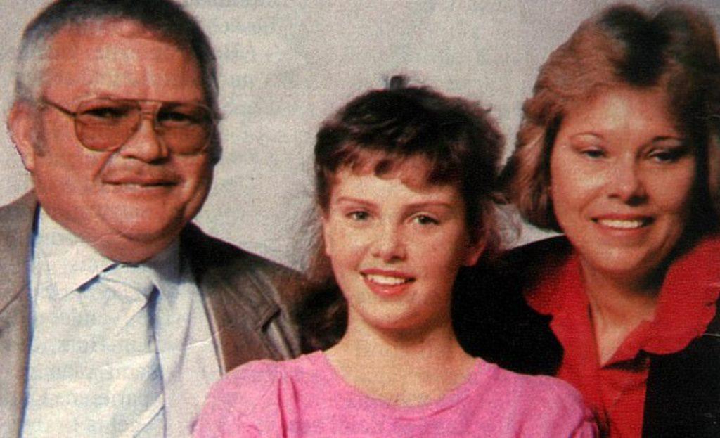 Актриса Шарлиз Терон в детстве, вместе с родителями.