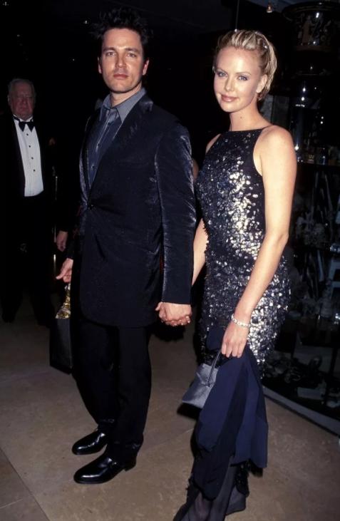 Музыкант Стивен Дженкинс и его девушка, актриса.