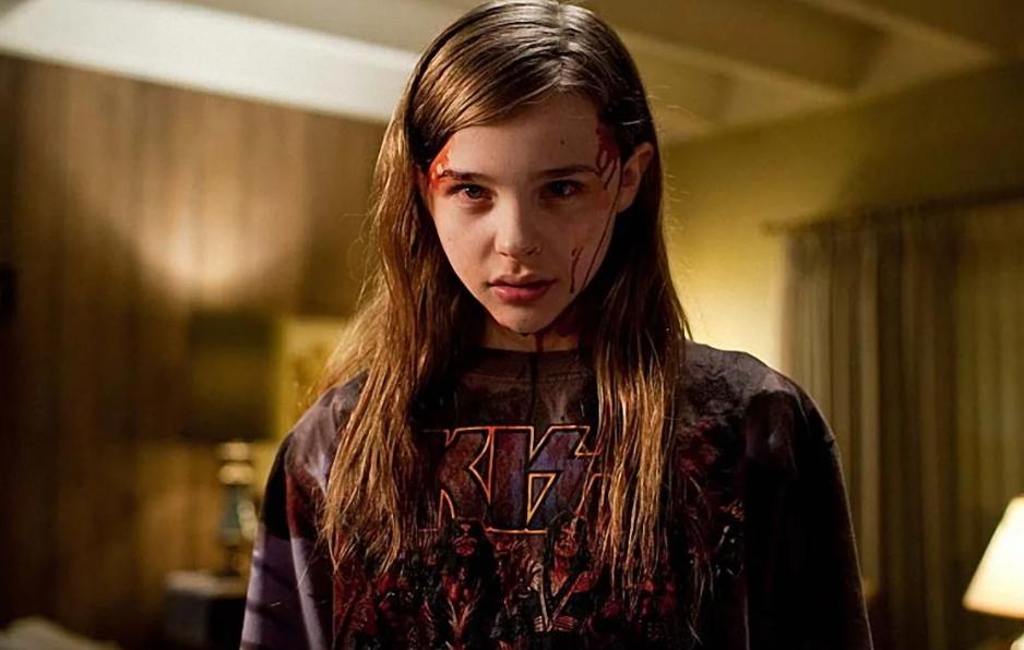актриса Хлоя Грейс Морец в роли вампирши.