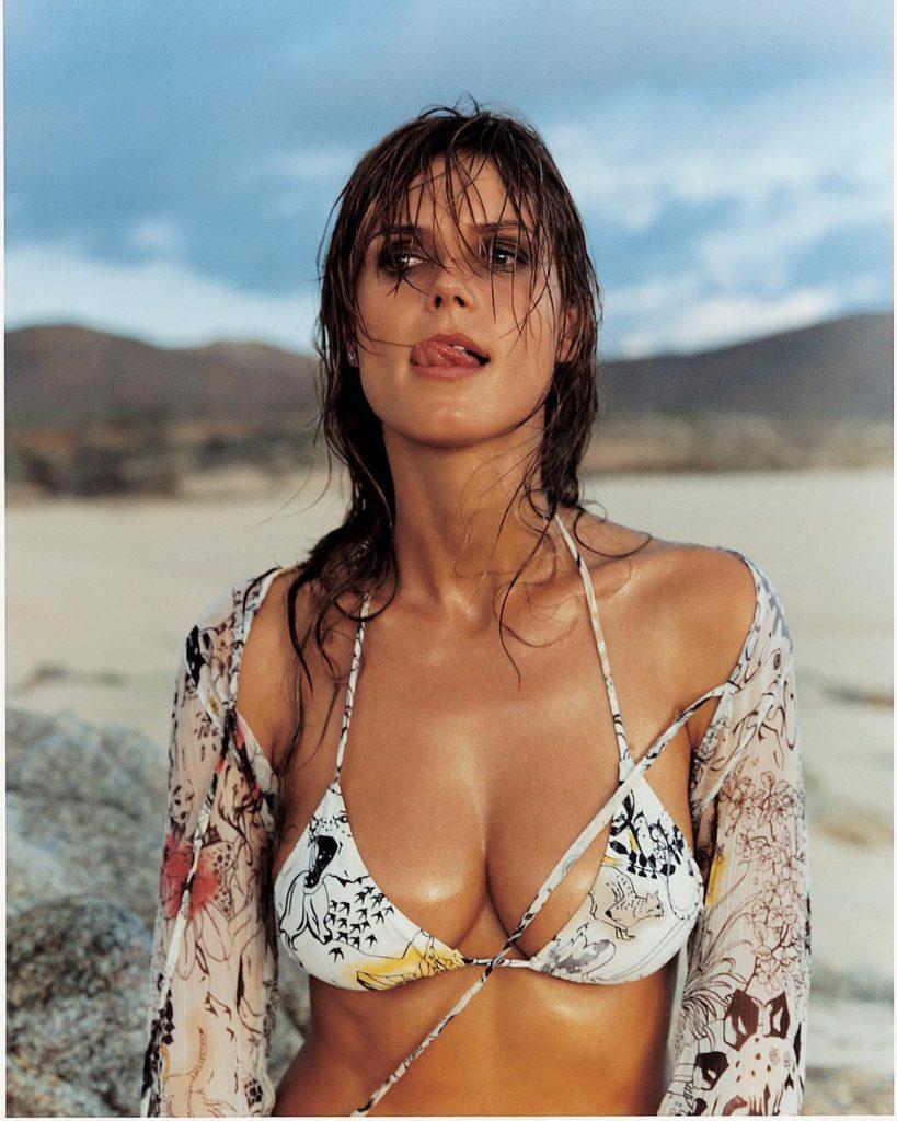 Модель и актриса Хайди Клум в купальнике.
