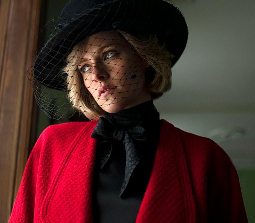 Киноактриса Кристен Стюарт в роли принцессы Диана. В шляпке с вуалью. 2021 год.