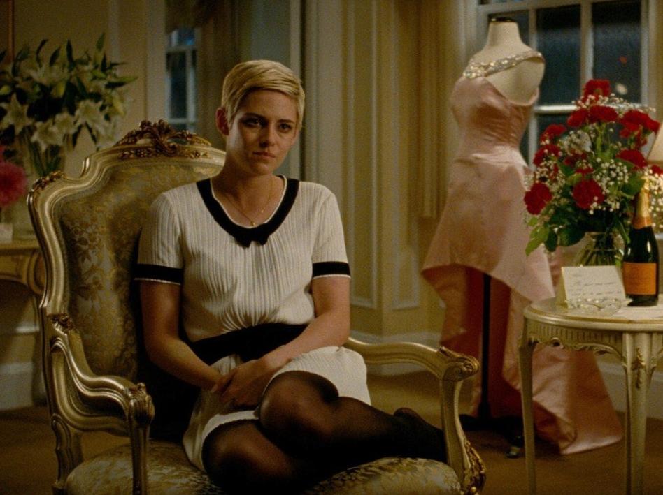 Киноактриса Кристен Стюарт в винтажной картине.