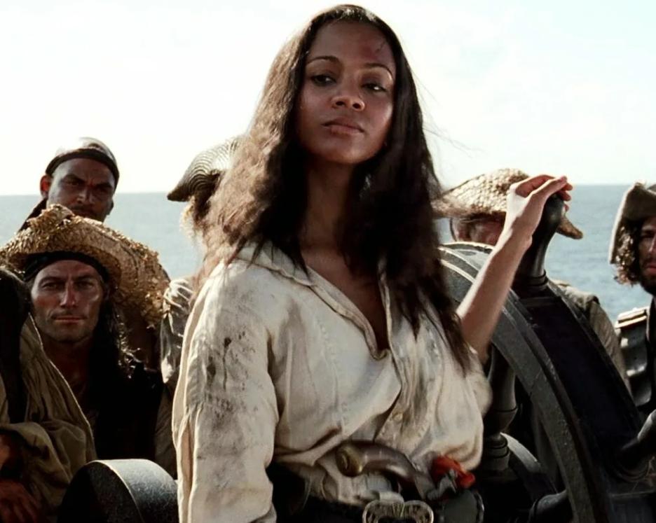 Актриса Зои Салдана пиратка.