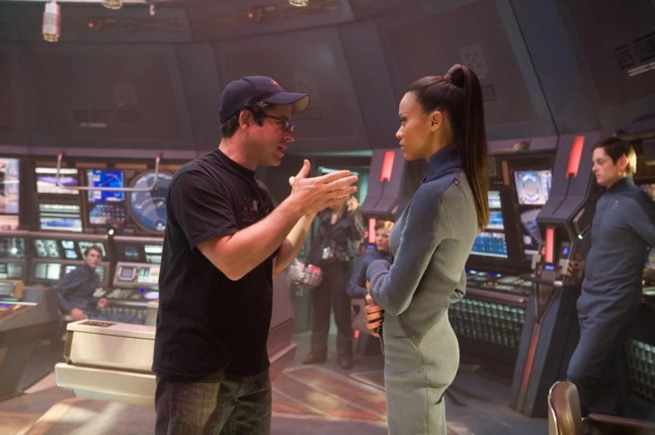 Актриса Зои Салдана на съемках Стар трек.