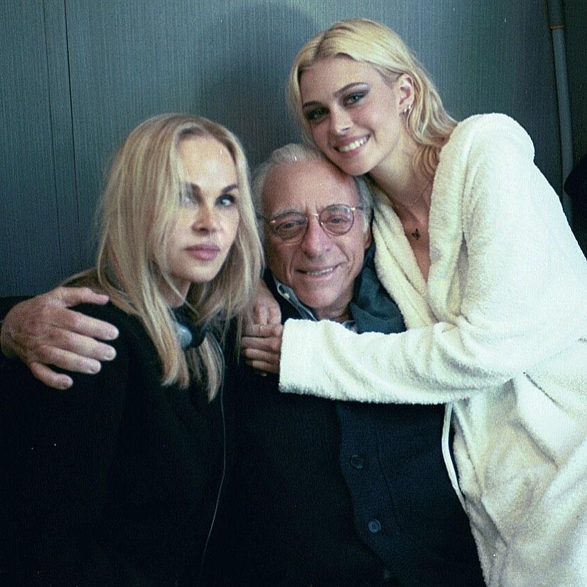 киноактриса Никола Пельтц (Nicola Peltz), ее отец Нельсон Пельтц и мама  Клаудия Хеффнер.