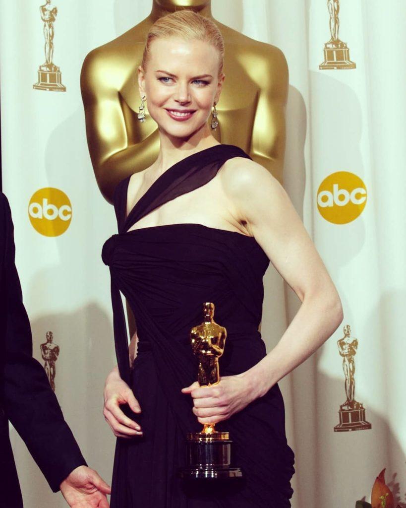 """Николь Кидман со статуэткой премии Оскар. Актрисы получившие """"Оскар"""""""