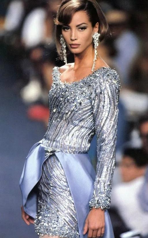 Супермодель Кристи Тарлингтон в молодости на подиуме.