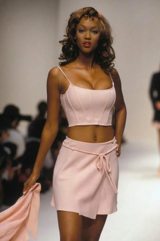 Супермодель Тайра Бэнкс в молодости на модном показе.
