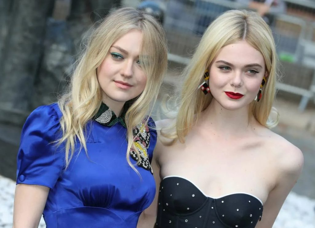 Актриса Дакота Фаннинг и ее сестра Эль Фаннинг.