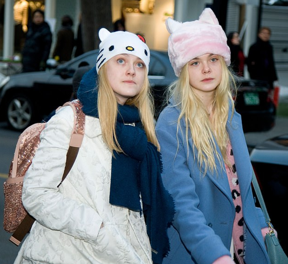 Актриса Дакота Фаннинг и ее сестра Эль в молодости.