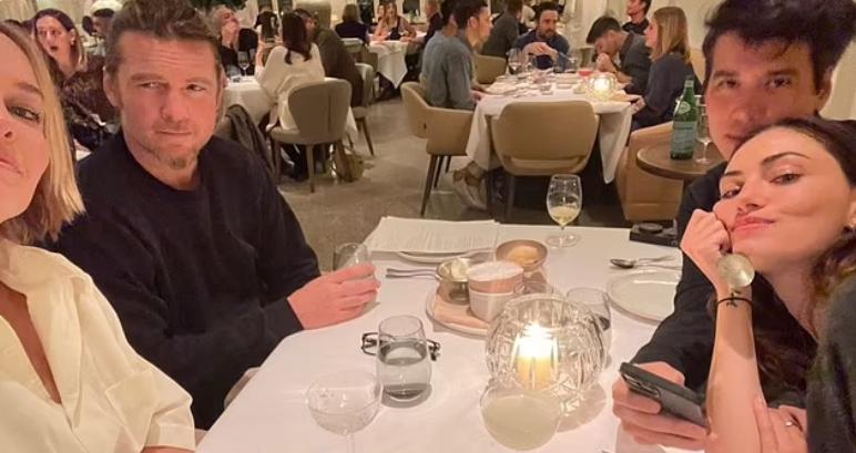 Актриса Фиби Тонкин и Сэм Уортингтон на ужине.