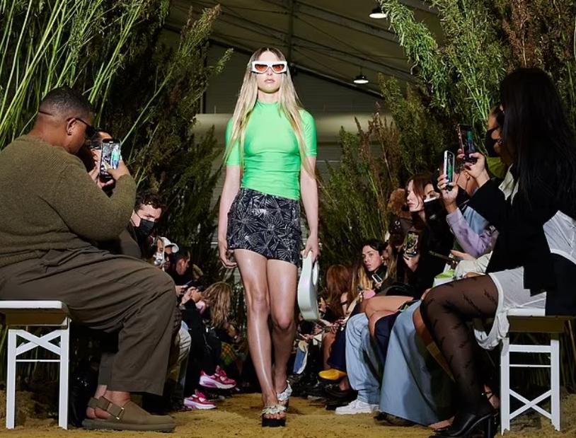 Ева Джобс на неделе моды.