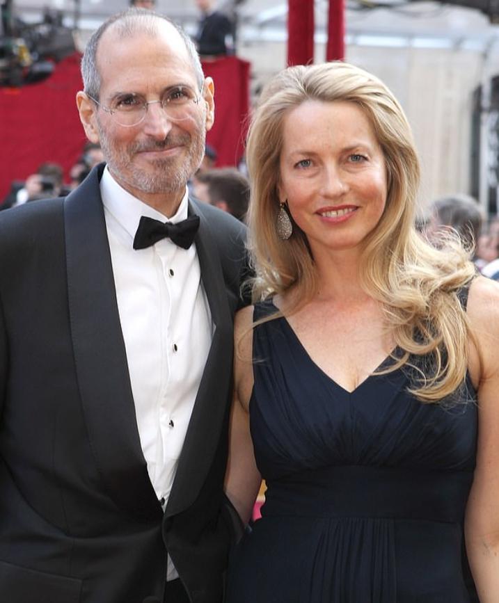 Стив Джобс вместе с женой.